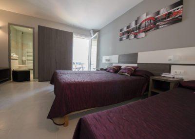 02-hotel-hw-sanary-family3-chambre