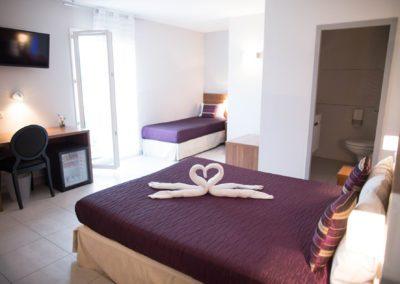 03-hotel-hw-sanary-family4-chambre