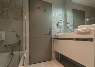 hotel-hw-sanary-family3-salle-deau-01