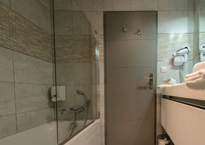 hotel-hw-sanary-family3-salle-deau-02