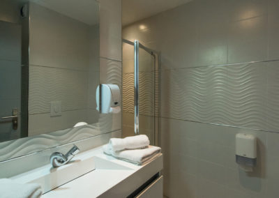 hotel-hw-sanary-family4-salle-deau-02