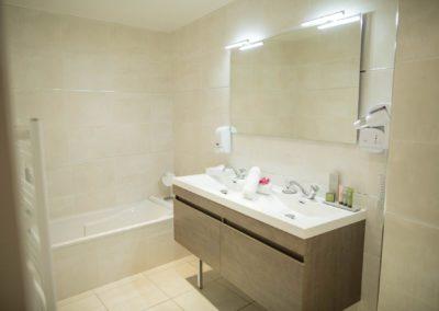 hotel-hw-sanary-luxe-salle-deau-01