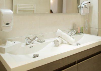 hotel-hw-sanary-luxe-salle-deau-03