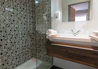 hotel-hw-sanary-superieur-salle-deau-02