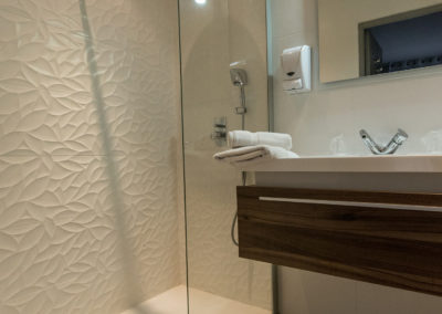 hotel-hw-sanary-superieur-salle-deau-15